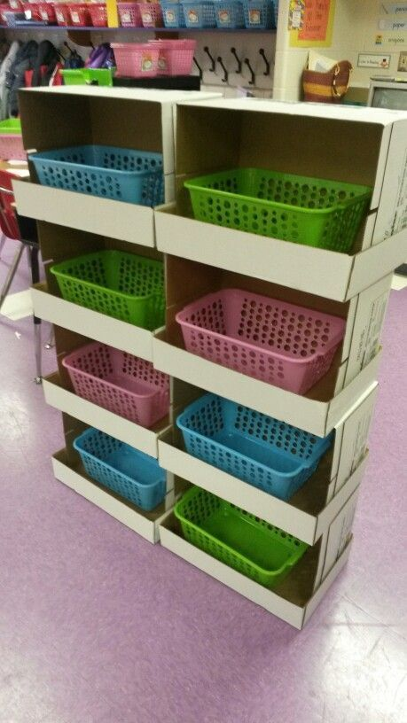 Storage shelf out of copy paper boxes fourthgradefriends for Muebles para aulas