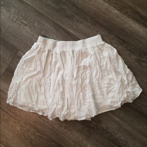 White mini skirt XS white mini skirt from forever 21. In the main picture the skirt is more wrinkled than it normally is. This is because I recently moved and had everything packed away. If you want me to iron it before I send it to you let me know! Forever 21 Skirts Mini