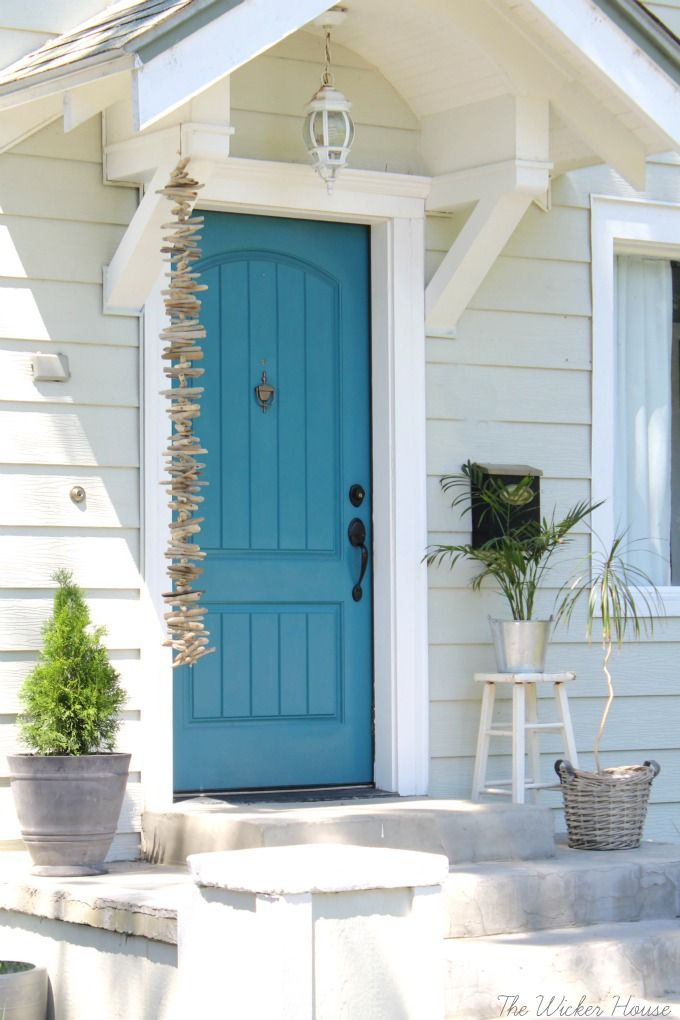 Love this blue front door - step inside to take the tour of this charming cottage of The Wicker House & Eclectic Home Tour - The Wicker House | City farmhouse Front doors ...