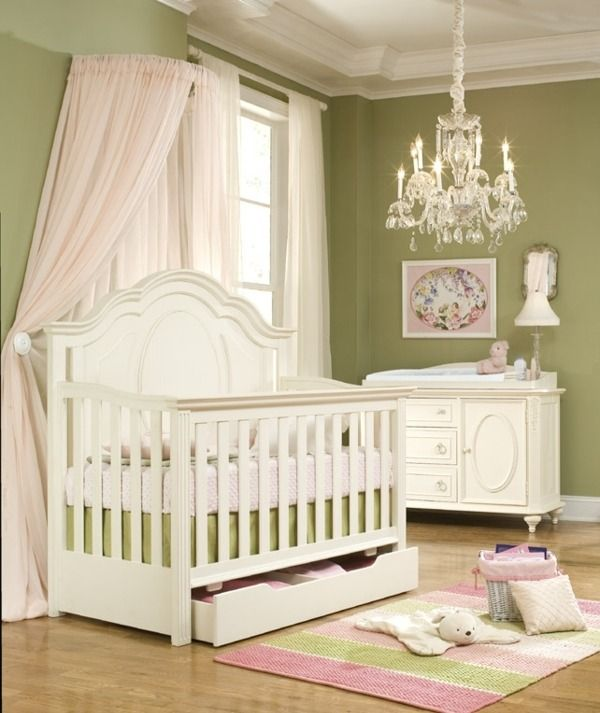 klassische Einrichtung Babyzimmer Kronleuchter-Babybett Himmel - babyzimmer fr jungs