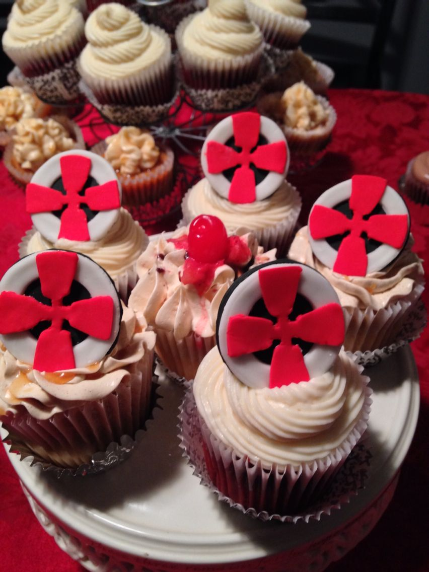 I Did These Cupcakes For My Church S Christmas Party The Fondant Topper Is A Celtic Cross And Also Happens To Be The Pound Cake Cupcakes Fondant Toppers Food