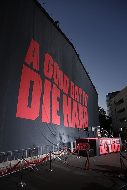 Twentieth Century Fox uses TRIO 140'x40' printed drop to hide the mural of Bruce Willis for the 25th Anniversary of Die Hard
