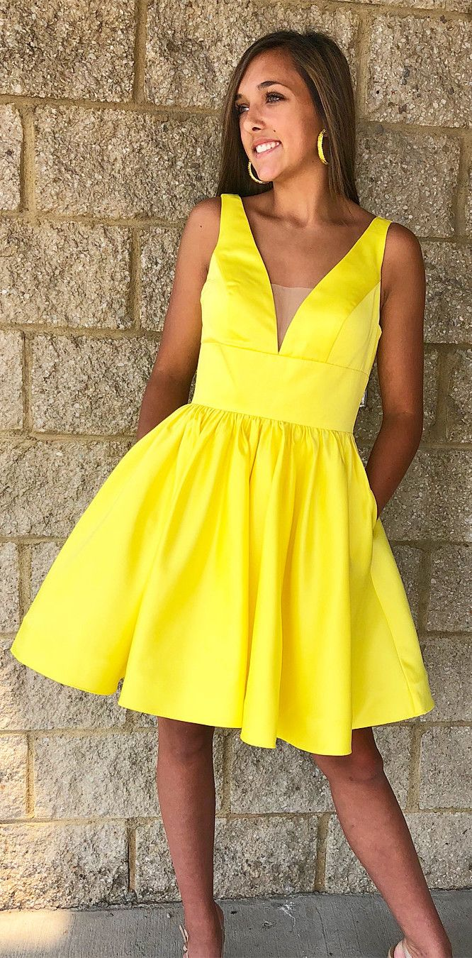 Princess v neck short yellow homecoming dress with pockets prom