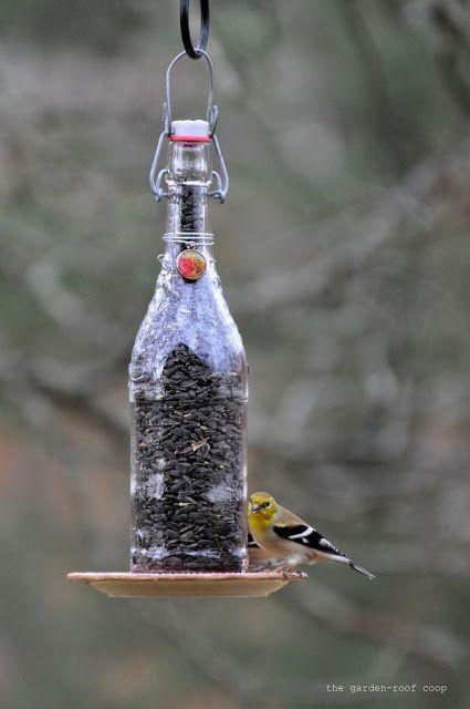 The Garden Roof Coop Diy Wine Bottle Bird Feeders Decorar Botellas De Cristal Comedero De Pájaros Artesanías Con Botellas De Vino