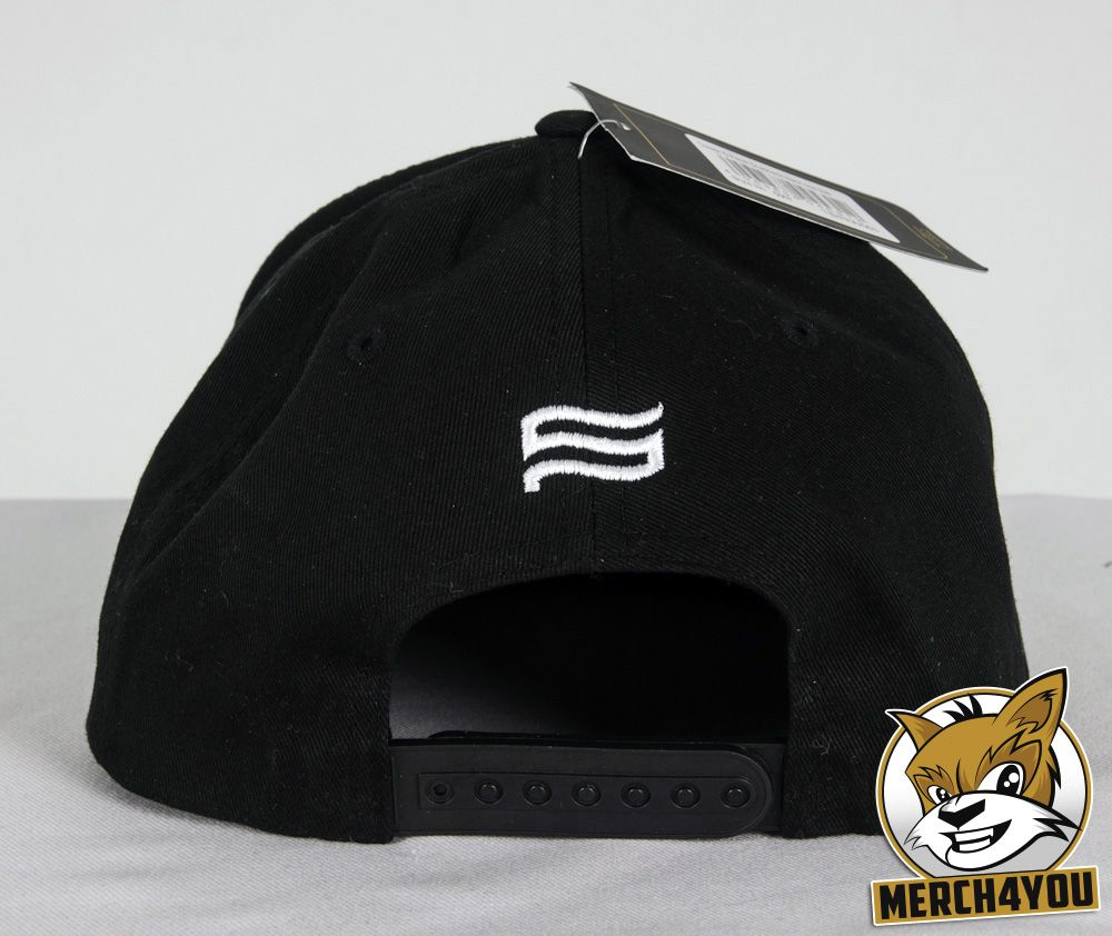 Yupoong / Flexfit Classic Snapback Cap black with a tiny logo embroidery above the snap back closure, about 1,2cm high.
