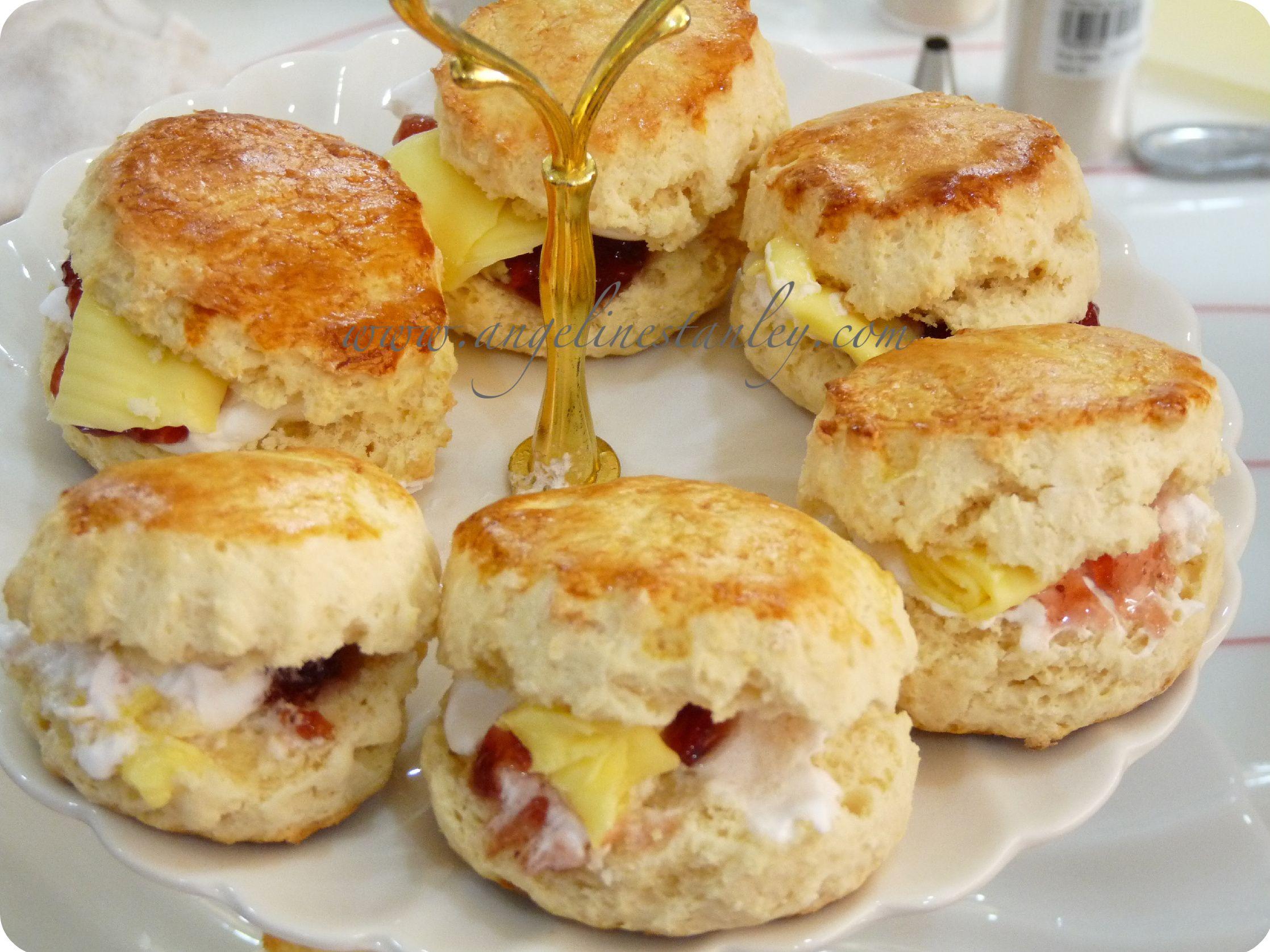 Traditional British Scones Recipe | scones3