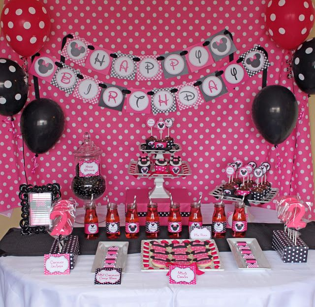 Minnie Mouse Birthday Party I Wont Go All Out For A 2 Year Old But Like The Colors And Idea Of Having Backdrop