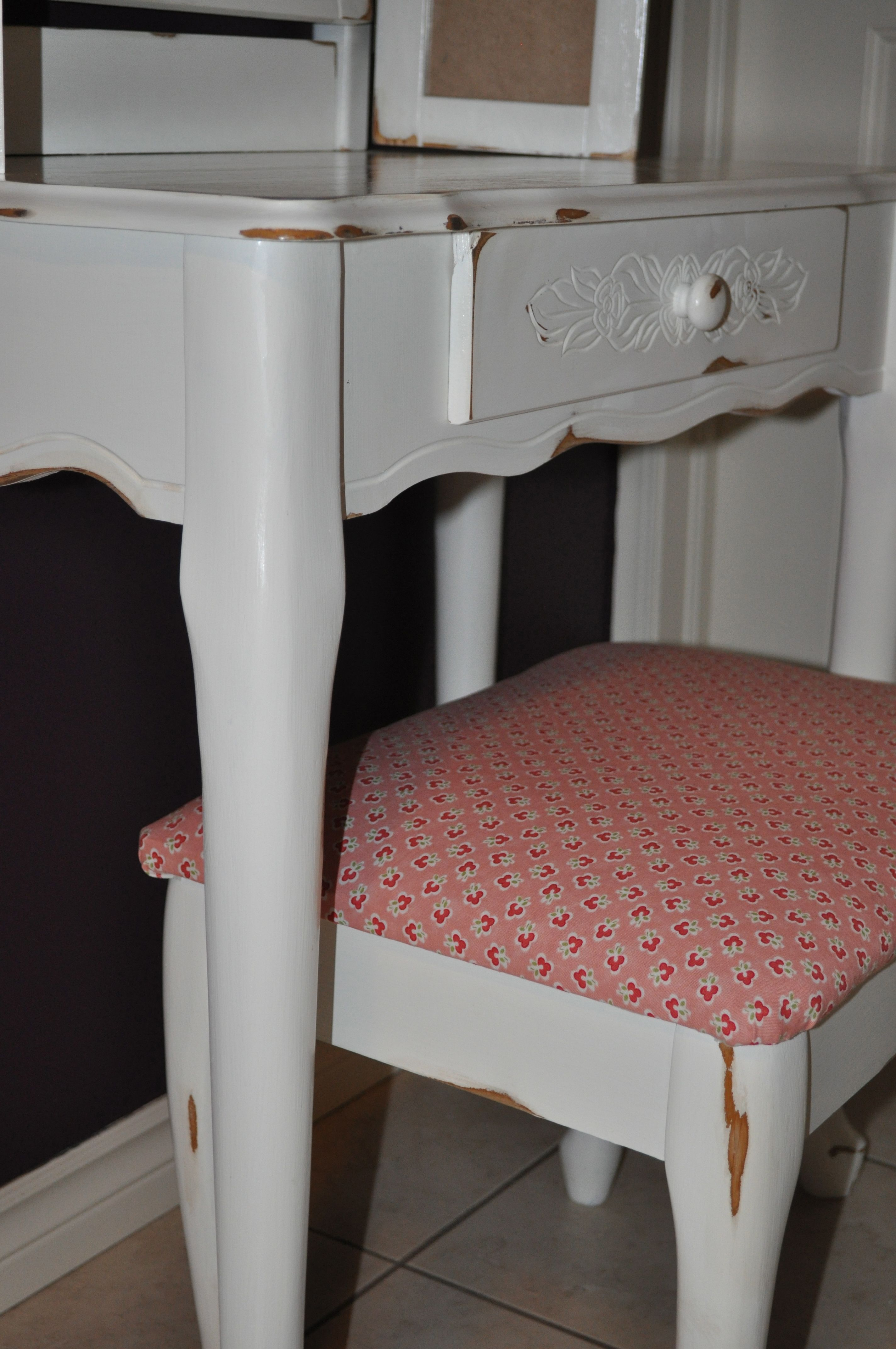 So Cute Antique White Vanity for a sweet little girls room