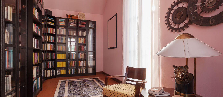 أفكار تصميم مكتبة منزلية ابتكر عالمك الخاص من الخ Home Library Design Home Library Rooms Rooms Home Decor