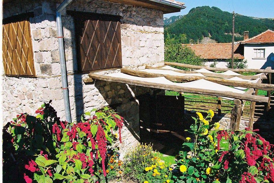 Весела Къща Мостово http://veselakashta.com/