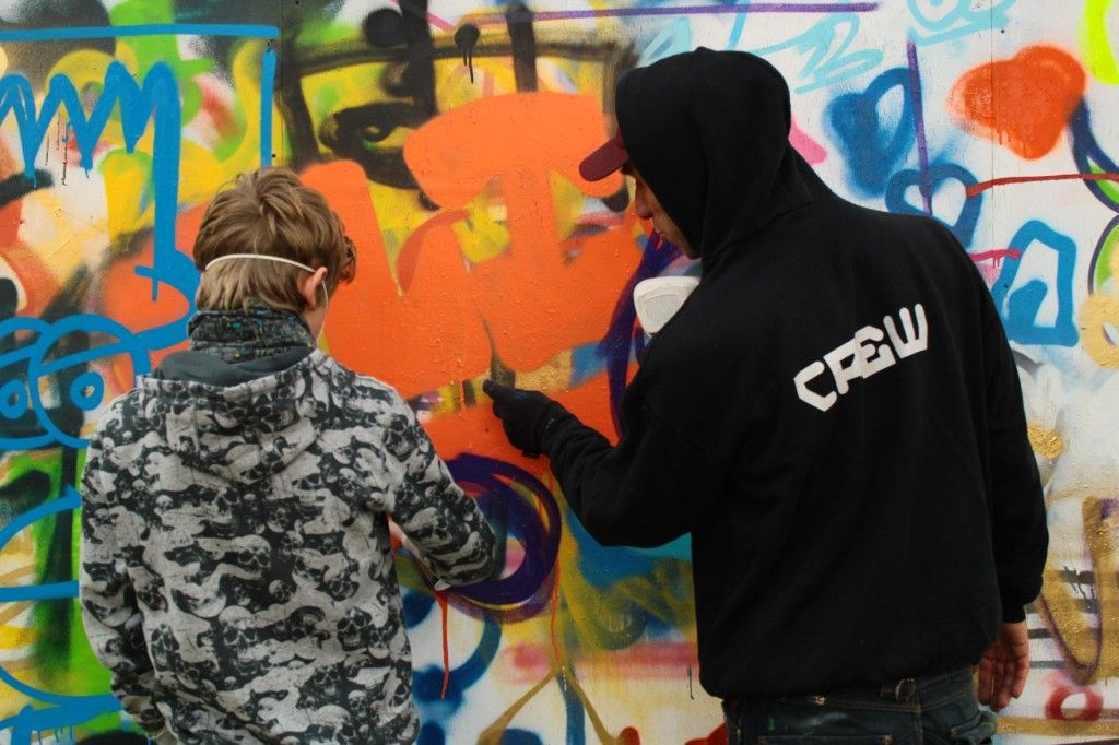 17 kids, 2 police, 2 artists and some spray paint.