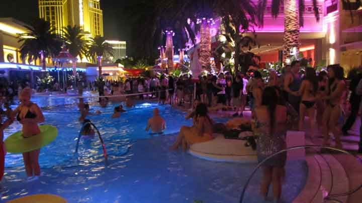 DJ DANCE Pool party - Google Search | Summa Splash | Pinterest