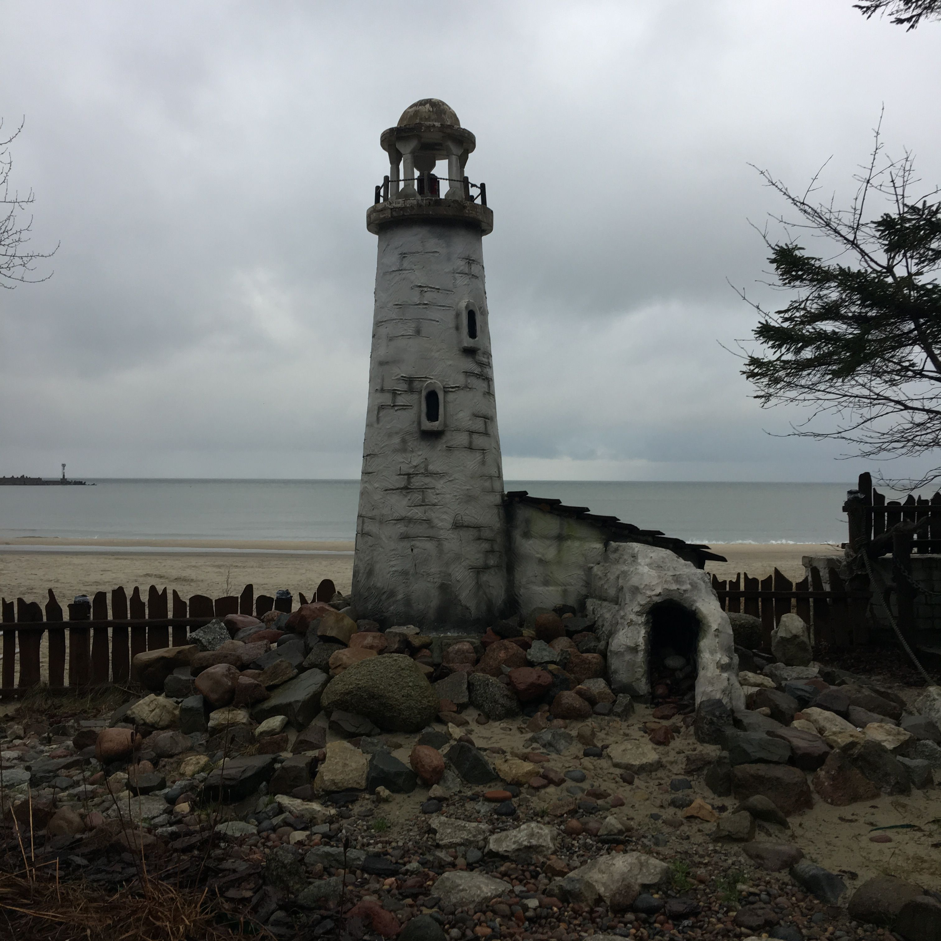 Памятник маяк, город Пионерский, берег Балтики