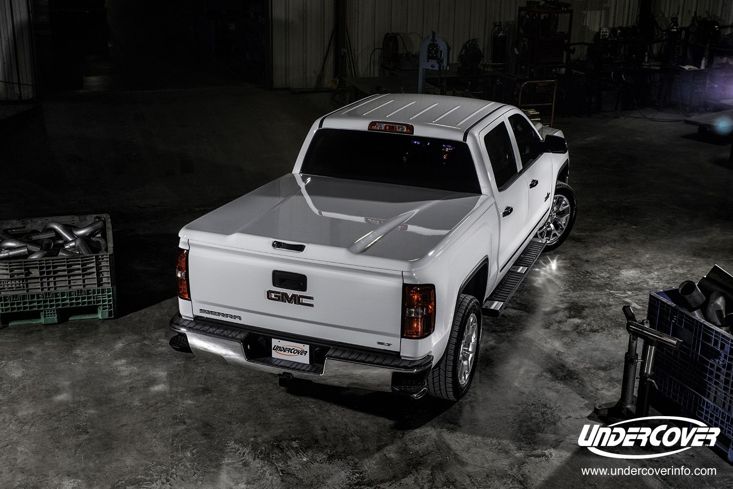 The Undercover Elite LX painted tonneau cover. Looks like
