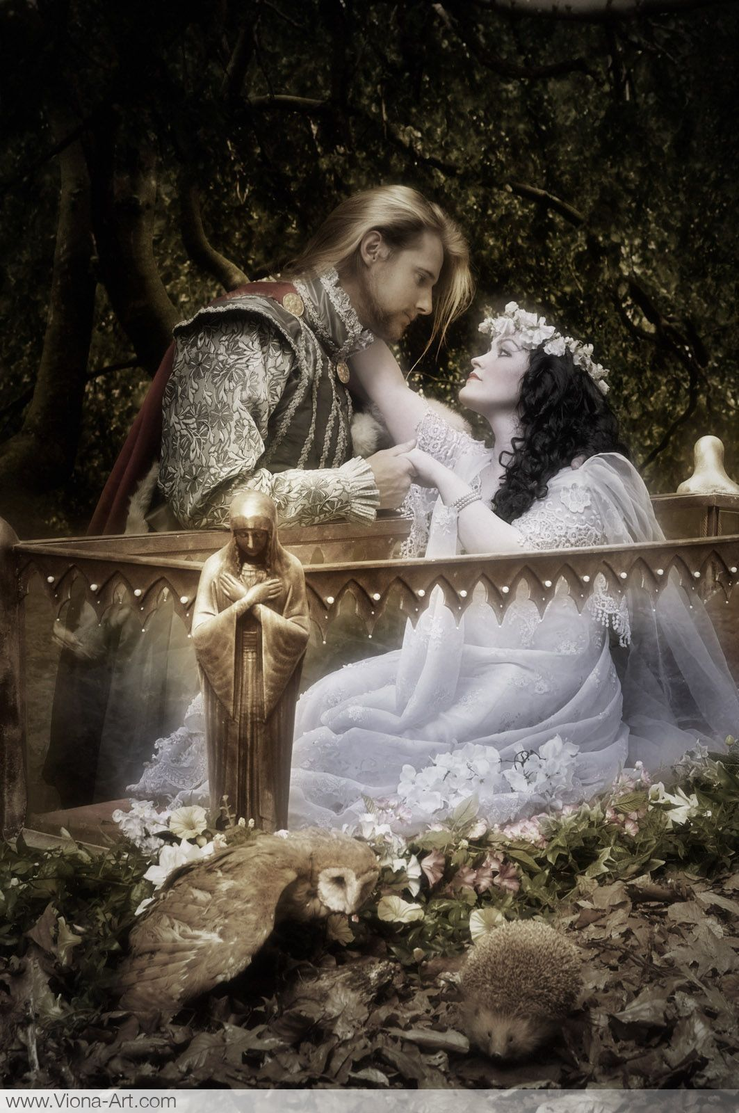 Aninimal Book: Snow White and Prince Charming. Snow white looks deathly ...