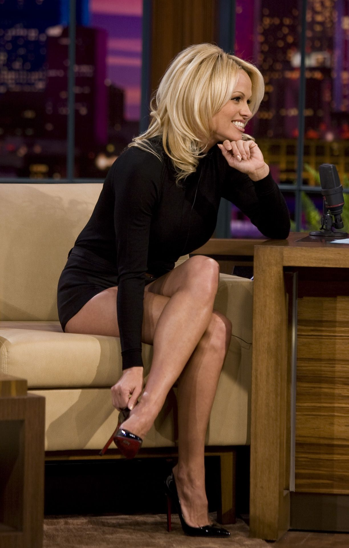 Pamela Anderson has great legs and knows how to use them