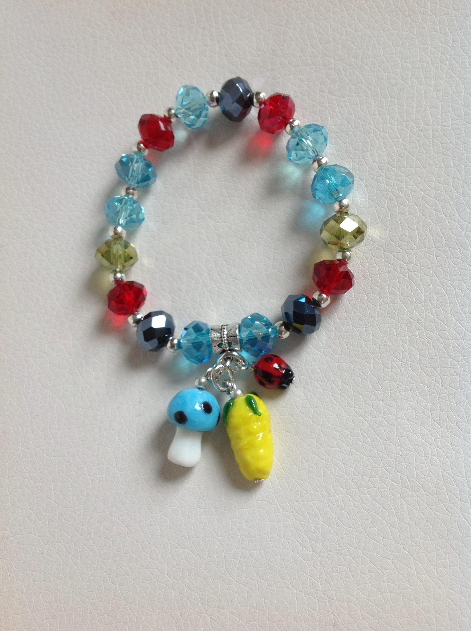 pulsera multicolor en muranos checos y dijes muranos italianos diseño de color beads.