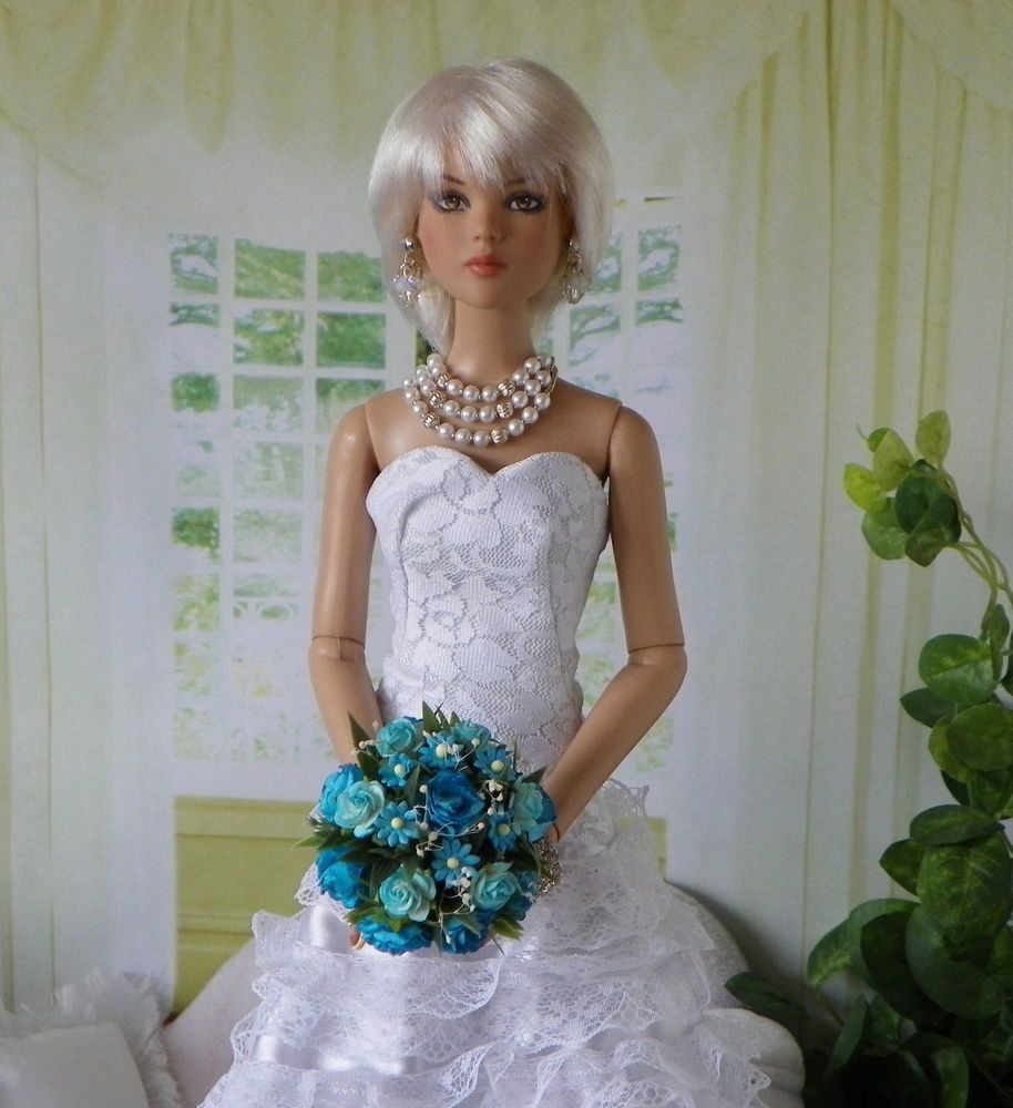 Tonner Evangeline Ghastly  Ellowyne Cami BARBIE BLUE Posy Bouquet, Flowers, NEW