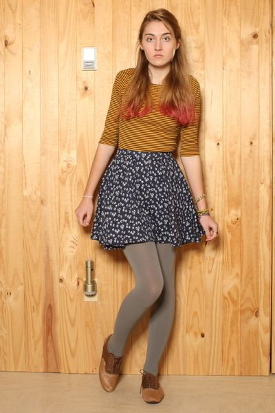 317e88e57825 tan saddle Vans shoes - heather gray Urban Outfitters tights - navy Urban  Outfit
