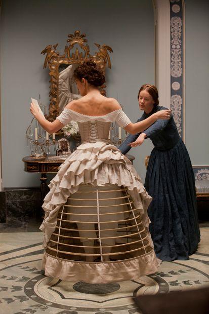 Crinolina no filme Anna Karenina.