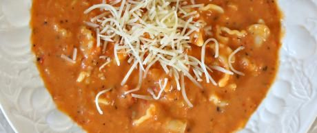 Sopa de Parmesano, Albahaca y Tomate