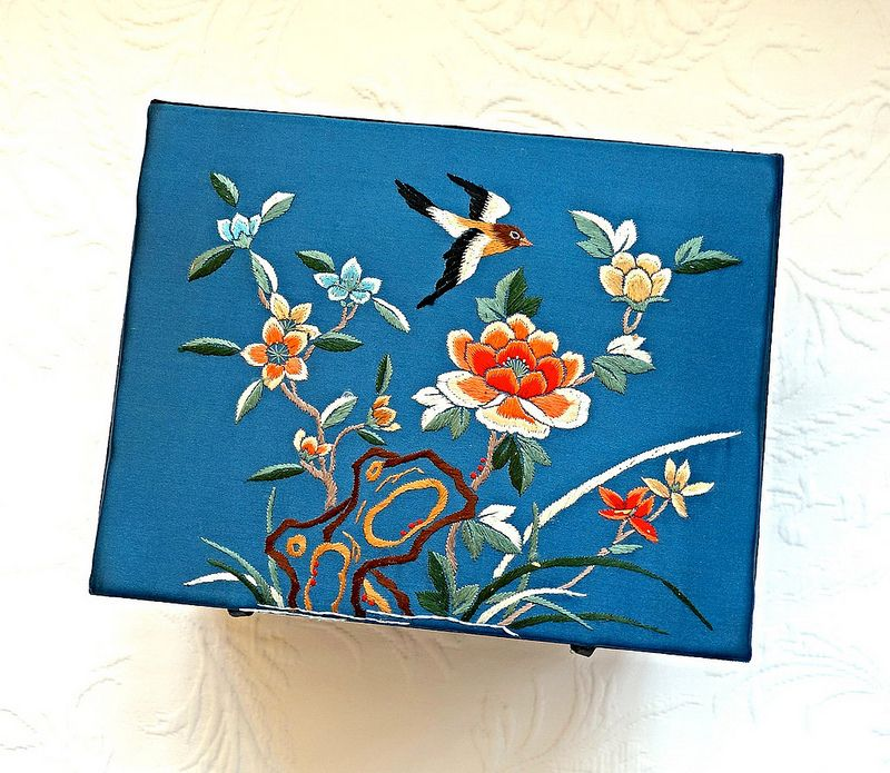 vintage Chinese embroidered jewelry box athenastudio vintage