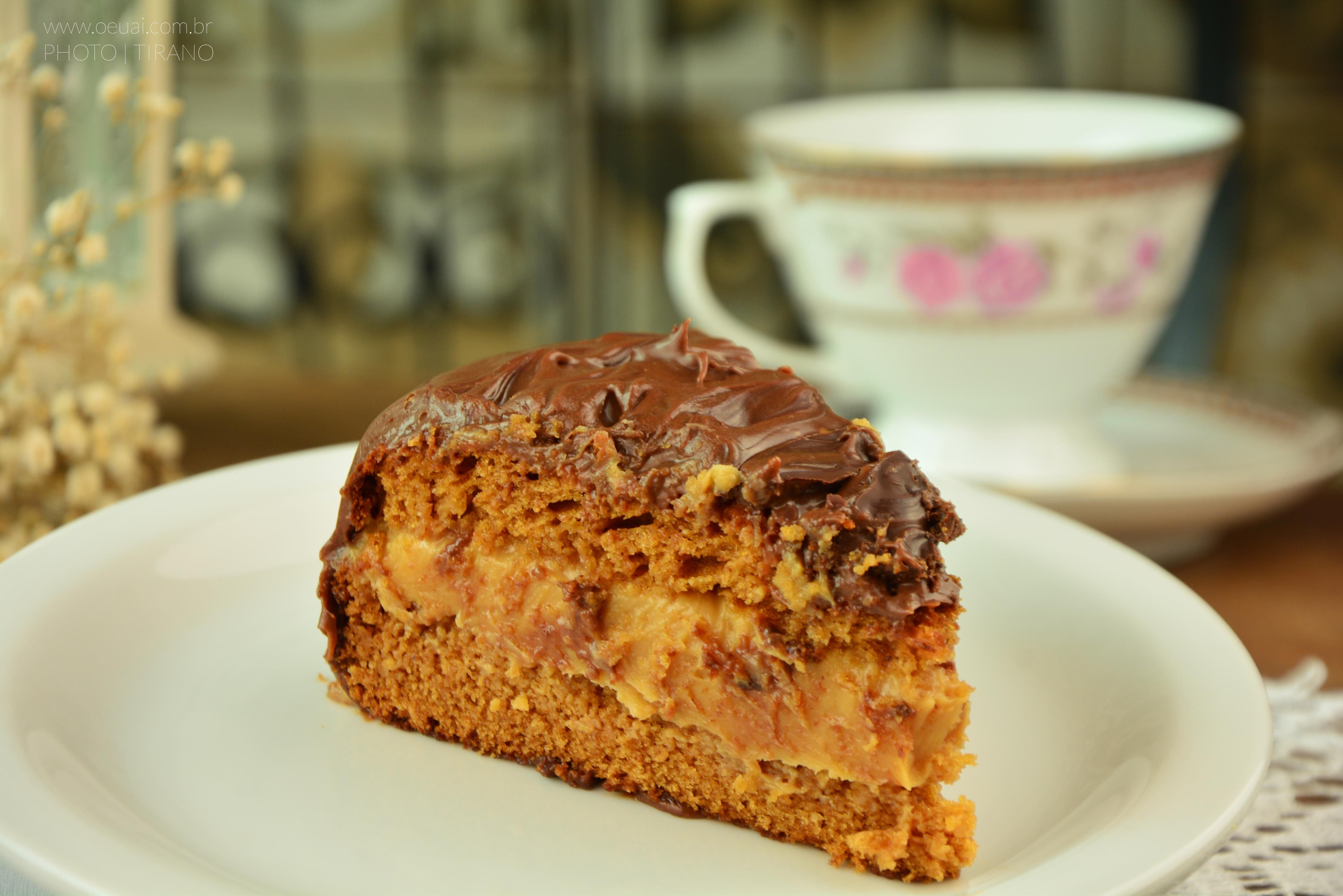 Fotografia de produto por Tirano, still. Fotografia de pedaço de bolo de pão de mel.  #fotografia #fotografiadecomida #bolo