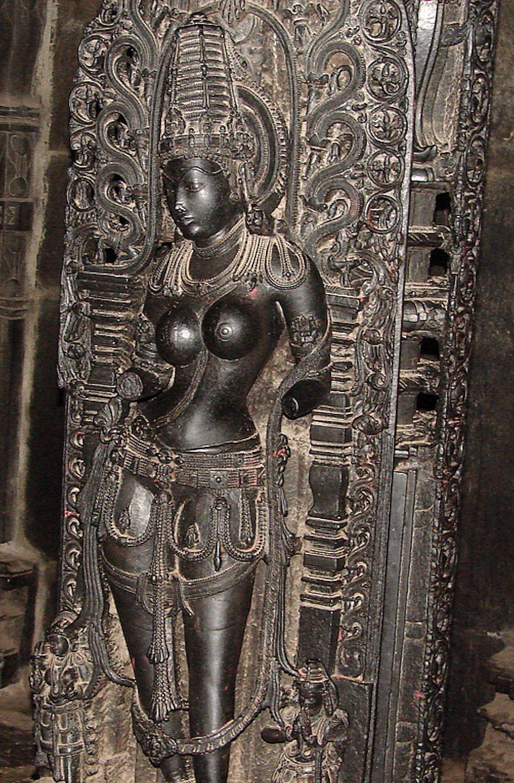 Hoysala sculpture of an auspicious woman. Chennakesava Vishnu Temple, Belur, Karnataka, India, 1117AD.