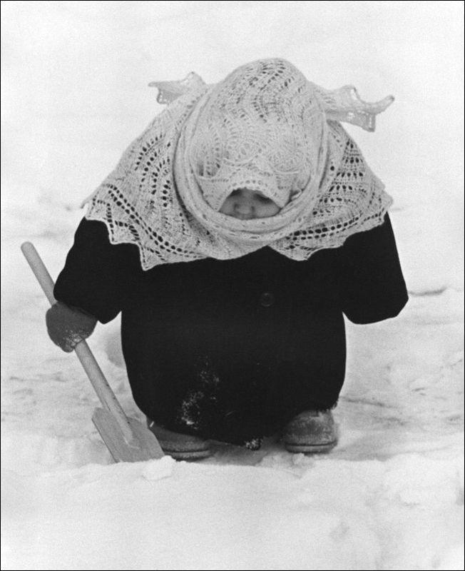 The best soviet photo vladimir lagrange granny 1961
