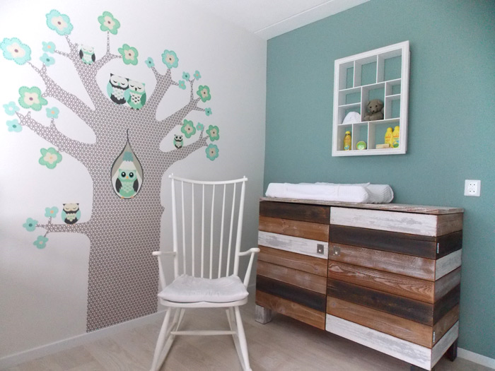 behangboom in combinatie met hout in babykamer, Deco ideeën