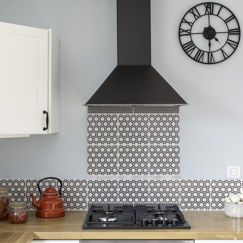 Un Carrelage Mosaique Noir Et Blanc Dans La Cuisine Deco Maison Decoration Deco