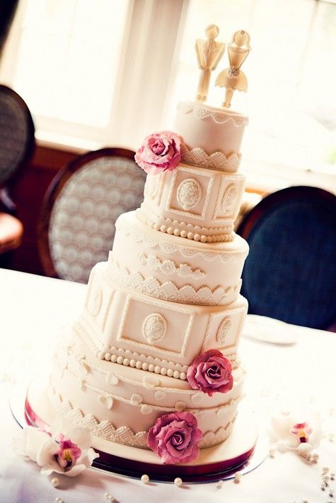 Lace, Pearls and Diamonds, a 1950s Glamour Styled Shoot | #Wedding #cake by Cakes by Beth