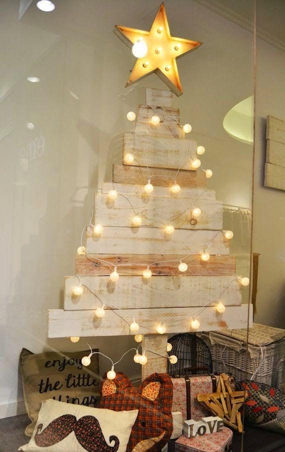 Arboles alternativos tablas de madera y bolas de luz - Arbol de navidad de madera ...
