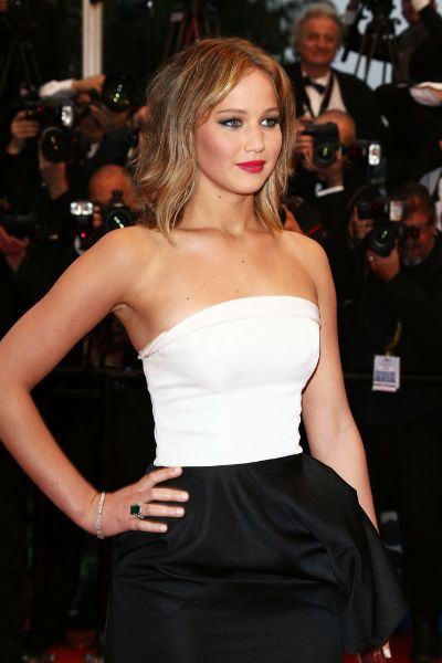 Jennifer Lawerence looks beautiful in Dior
