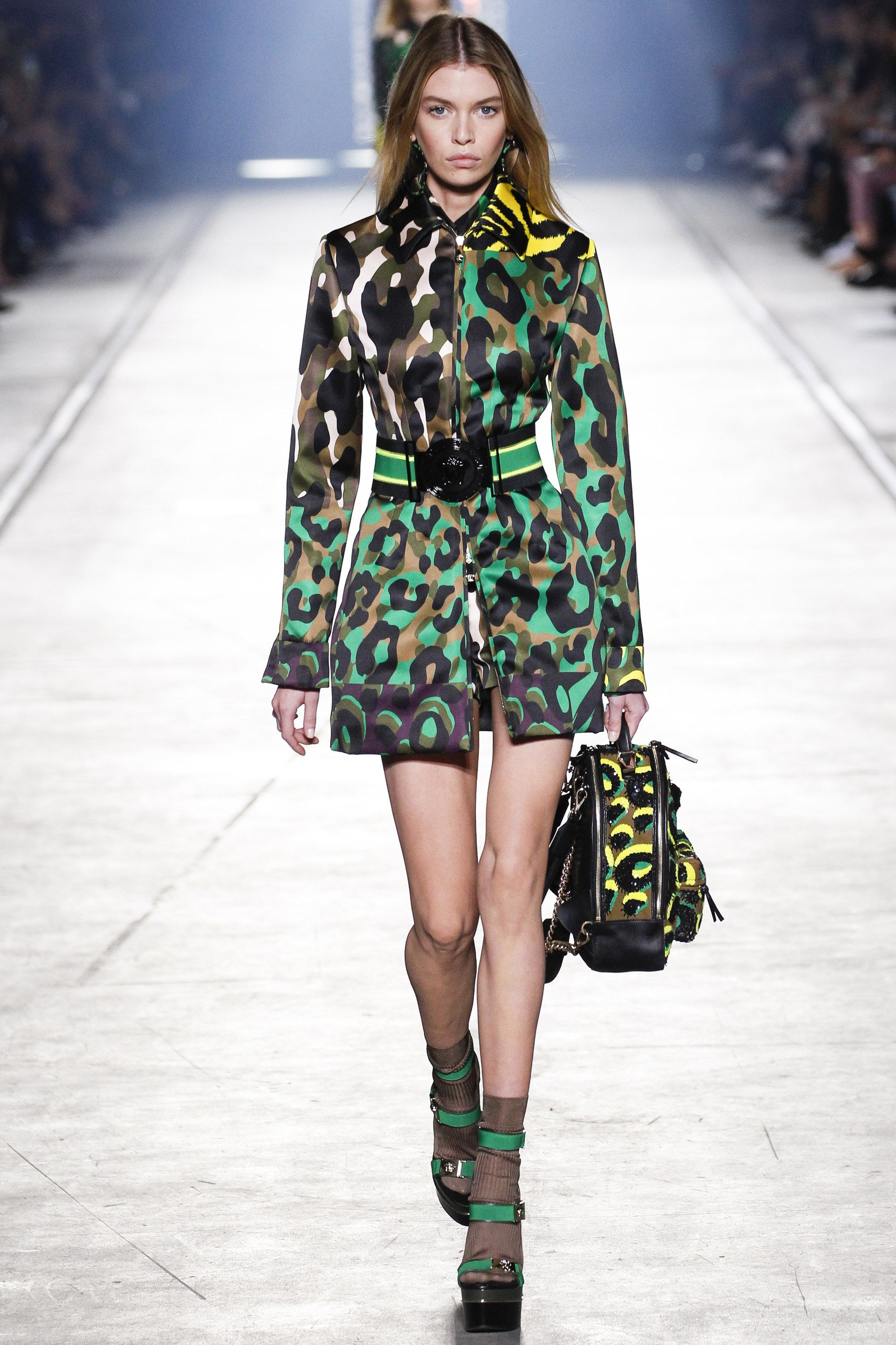 Versace Spring 2016 Ready-to-Wear Fashion Show