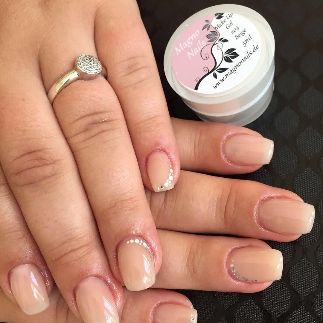 gearbeitet mit Make Up Beige und Versiegelungsgel rosa  #Instagram #Nailstagram #Nails #Nageldesign #Nailart #Naildesign #Chromenails #Nailartclub #manicure #video #tutoral #videos #loveit #diy #colorful #love #lovely #creative #inspiration #Makeup #beauty #kosmetik #naillove #nailstudio #Nailfan #Gelnails #instanails #nailartlove