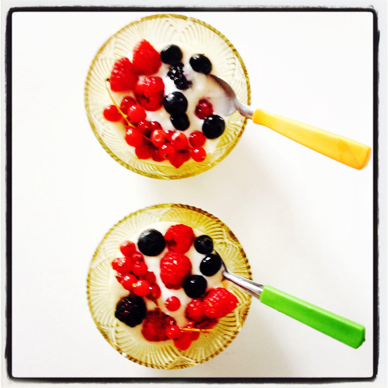 Frutas e iogurte