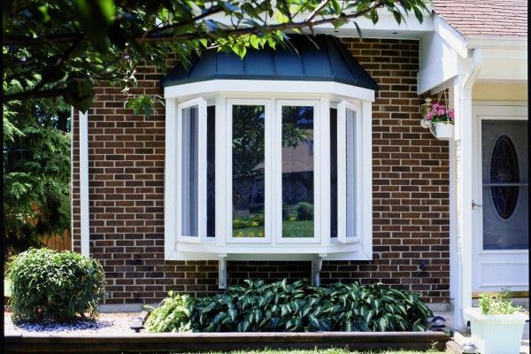 Replacement bay windows bow windows doors bay windows for Bay window exterior designs