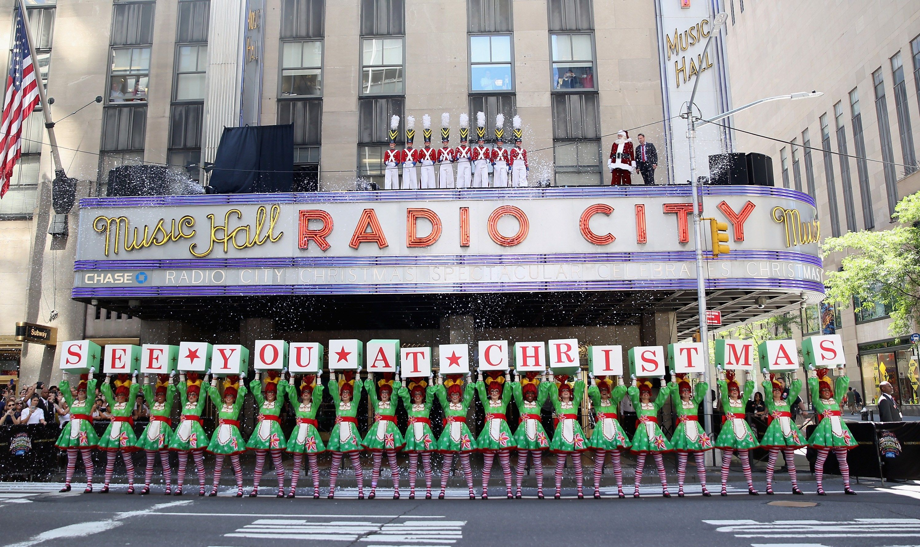 How to Save Money on Radio City Christmas Spectacular ...