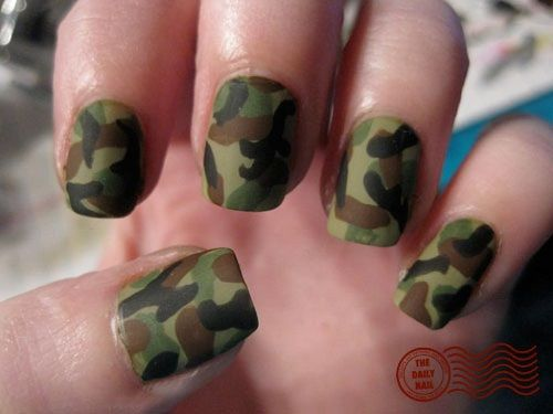 matte camo nails I am really loving it but I would do The ring finger a  different color like red of purple or even pink or white but yea something  different - Militar FORMULA ORGANICA Pinterest Camo Nails, Camouflage