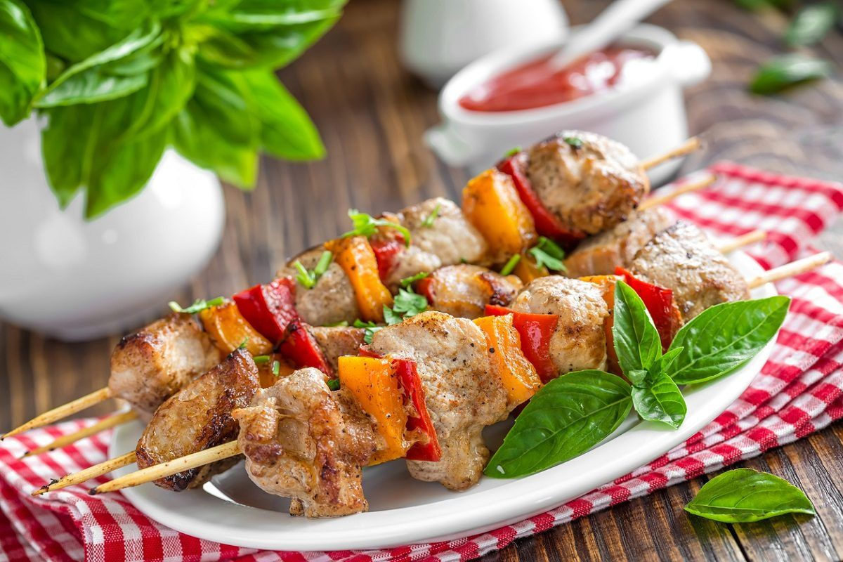 Photo of Baked skewers are an easy-to-prepare main course …