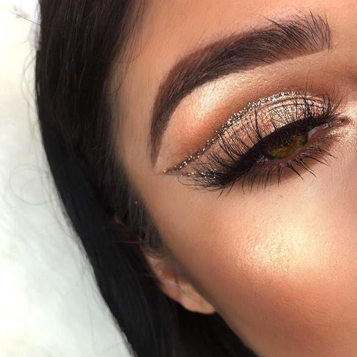 12 Festive Christmas Makeup Ideas | Ecemella #makeupgoals