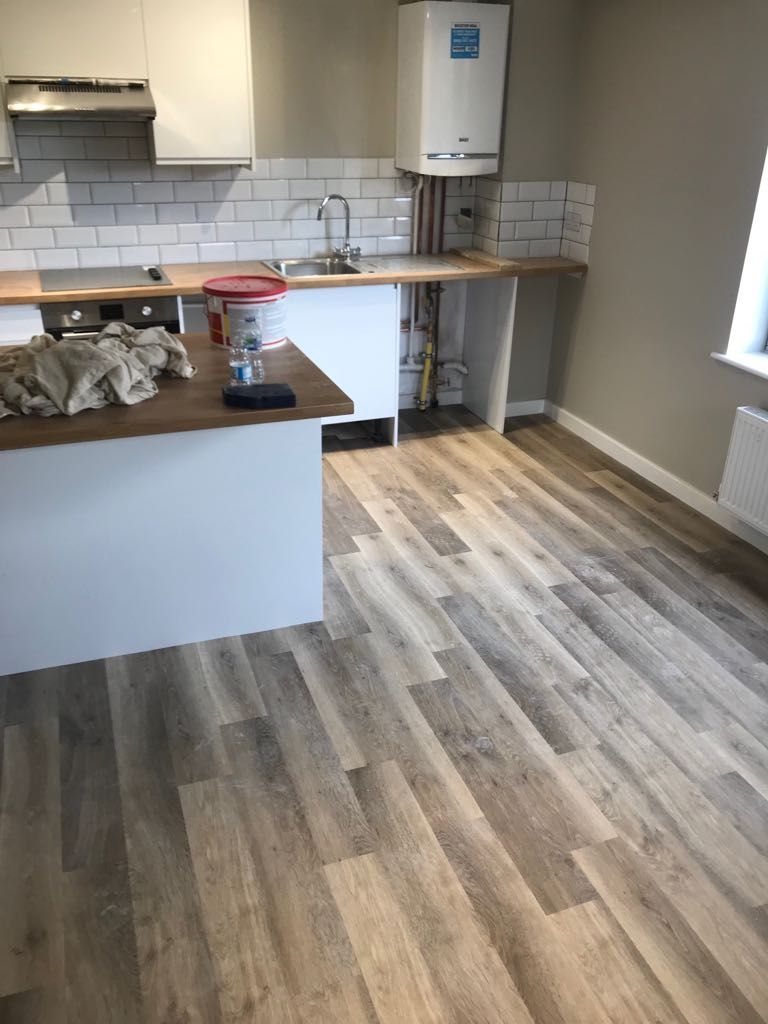Karndean Luxury Vinyl Tile Colour Kp99 Lime Washed Oak In A Modern Look Apartment Luxury Vinyl Tile Luxury Vinyl Luxury Vinyl Tile Flooring