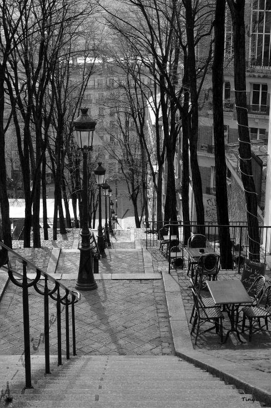photo paris les escaliers de montmartre photo en noir et blanc 30x40cm photos par tiny. Black Bedroom Furniture Sets. Home Design Ideas