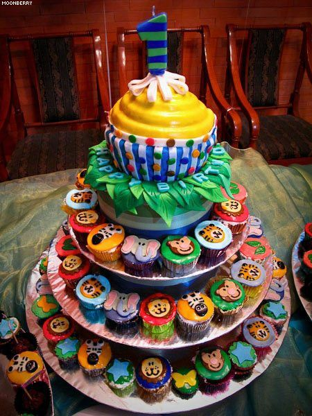 Cupcakes for safari themed birthday party the moonberry for Animal cake decoration ideas