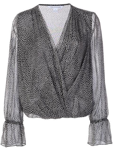 DIANE VON FURSTENBERG patterned v-neck blouse. #dianevonfurstenberg #cloth #blouse