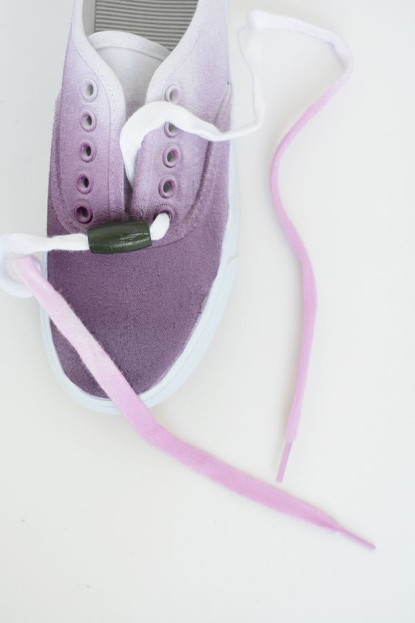 DIY Ombre Shoes and Laces @dmcolor