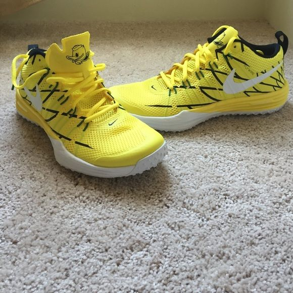 978fba8e6428 BRAND NEW OREGON DUCKS NIKE FLYWIRE SHOES Never worn! Brand new! Men s size  10 Nike Shoes