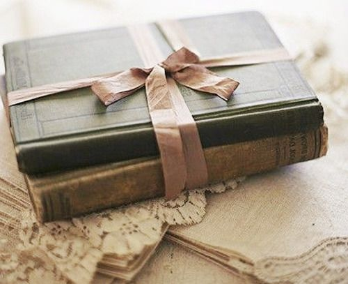 A great Christmas gift for those whose LoVe books. Just a simple elegant ribbon!