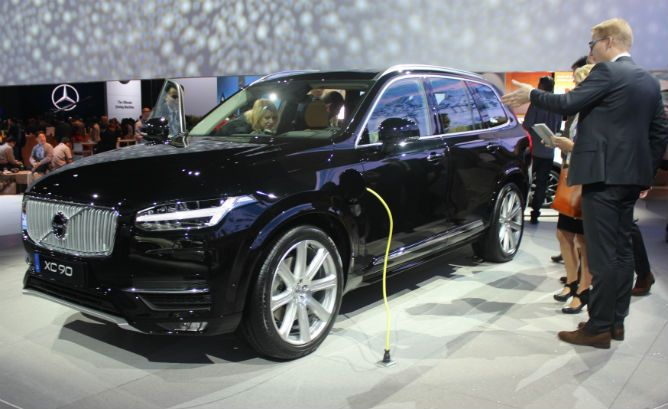 2016 Volvo Xc90 Plug In Hybrid Review Is A Completely Redesigned Model That Bears Little Semblance To The Previous Models